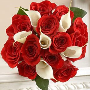 Rose And Calla Lily Usa Our Irresistible Bouquet Of Twelve Clic Long Stem Red Roses Paired With Six Exquisite White Lilies