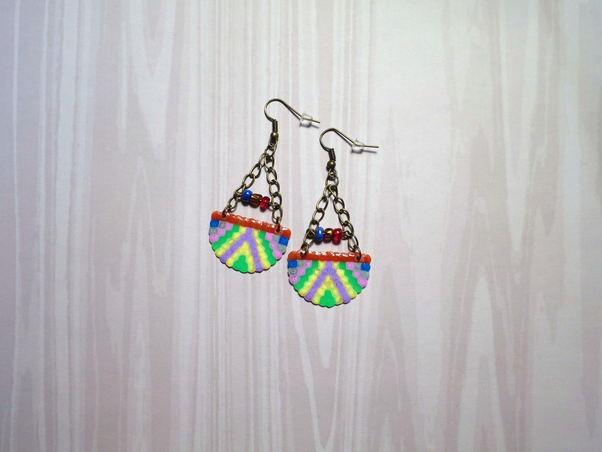 702 - Boucles d'oreilles, motif ethnique, multicolore, bronze : Boucles d'oreille par tout-en-boucles