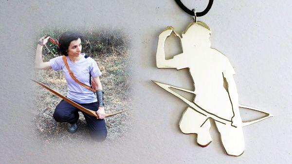 Silueta arquera longbow (modelo 1). Silueta personalizada elaborada artesanalmente en plata 925 de arquera con arco longbow.