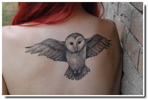 Motif Hibou Sur Le Dos D Une Femme Tatouages Tatuaje Buho
