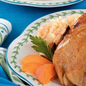 Mashed Potatoes with Carrot Recipe -One day, I wanted to make my mashed potatoes more interesting, so I added a carrot and some onion. This delightful dish adds color to any entree and makes an attractive plate.