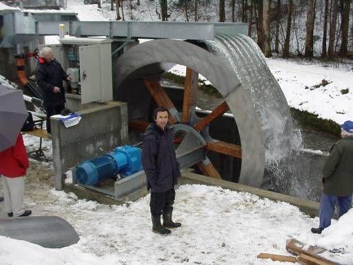 78e01e924c6 roda d agua para grande geração de energia eletrica
