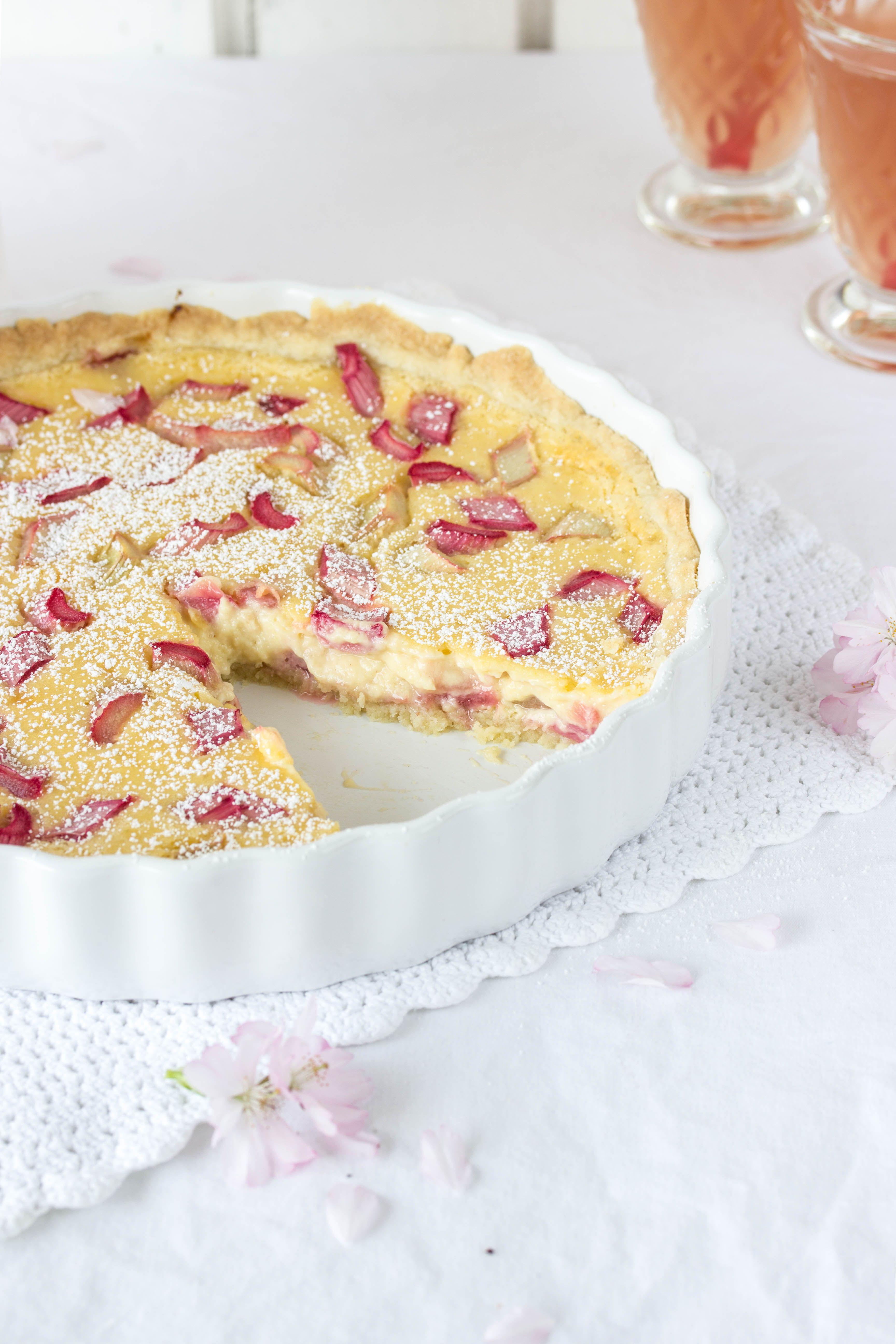 kuchen mit rhabarber und pudding