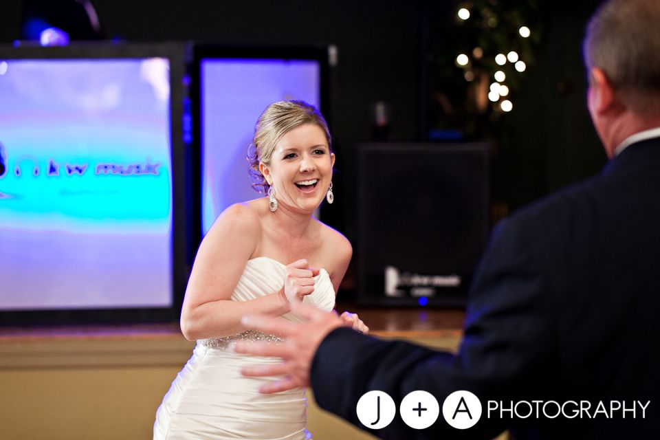 Absolutely love fun father/bride dances!