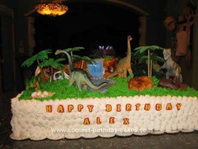 Homemade Dinosaur Scene Birthday Cake: Up to two years ago we bought our birthday cakes until one day my husband asked, why don't we make our own cakes?  I said, what?  We don't know anything
