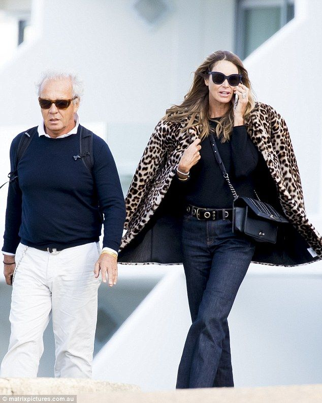 llamar Simposio Culo  Elle Macpherson steps out with ex-husband Gilles Bensimon in Sydney |  Leopard print coat outfit, Elle macpherson, Print coat outfit