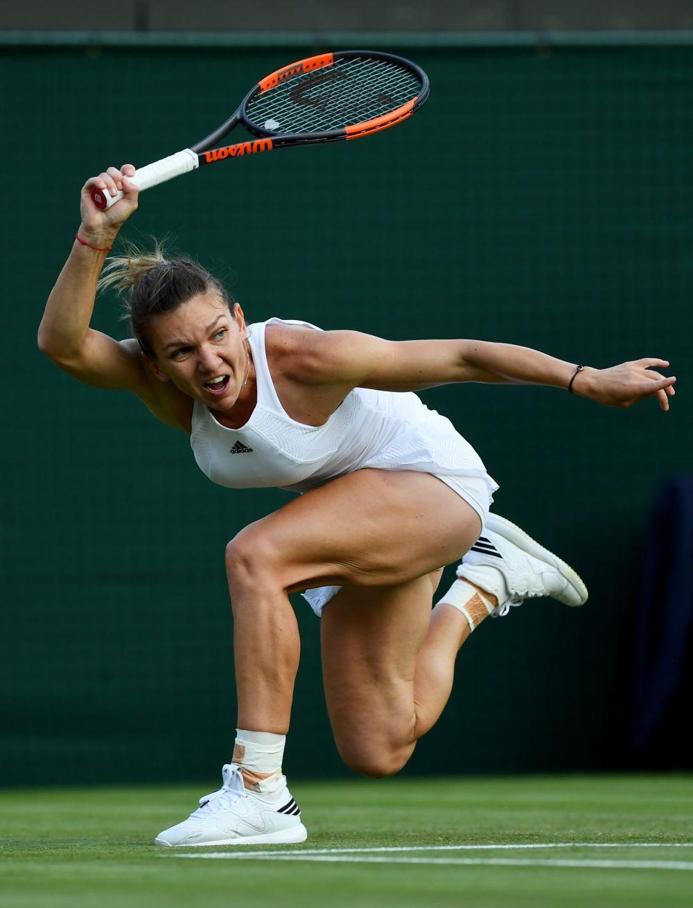 f3b6d0a984efbe Imaginea ZILEI la Wimbledon. Simona, PRINTESA RAZBOINICA! Cum arata bratele  ei in timpul unei lovituri - www.sport.ro