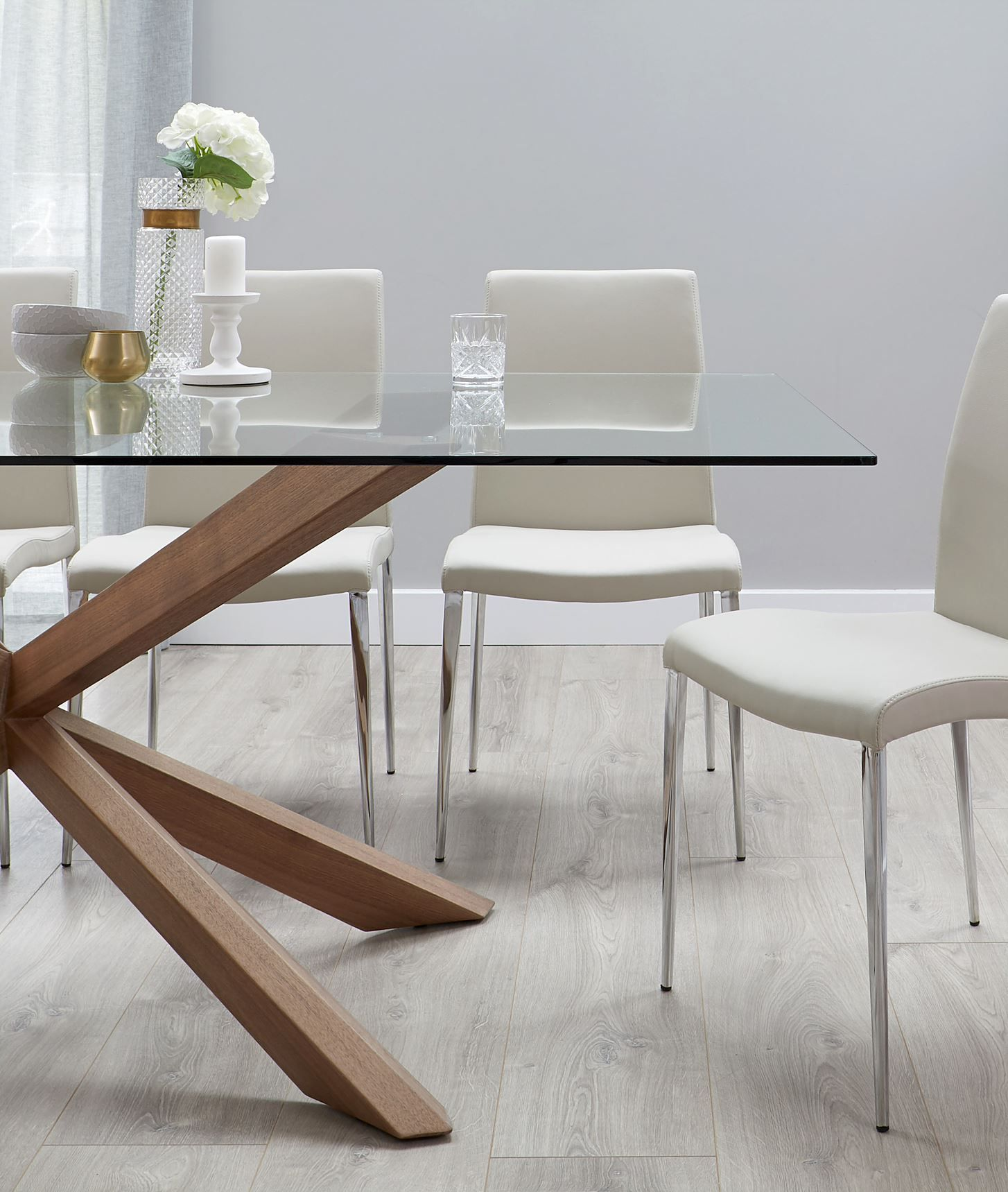 Otter Clear Glass And Walnut Dining Table In 2020 Glass Top