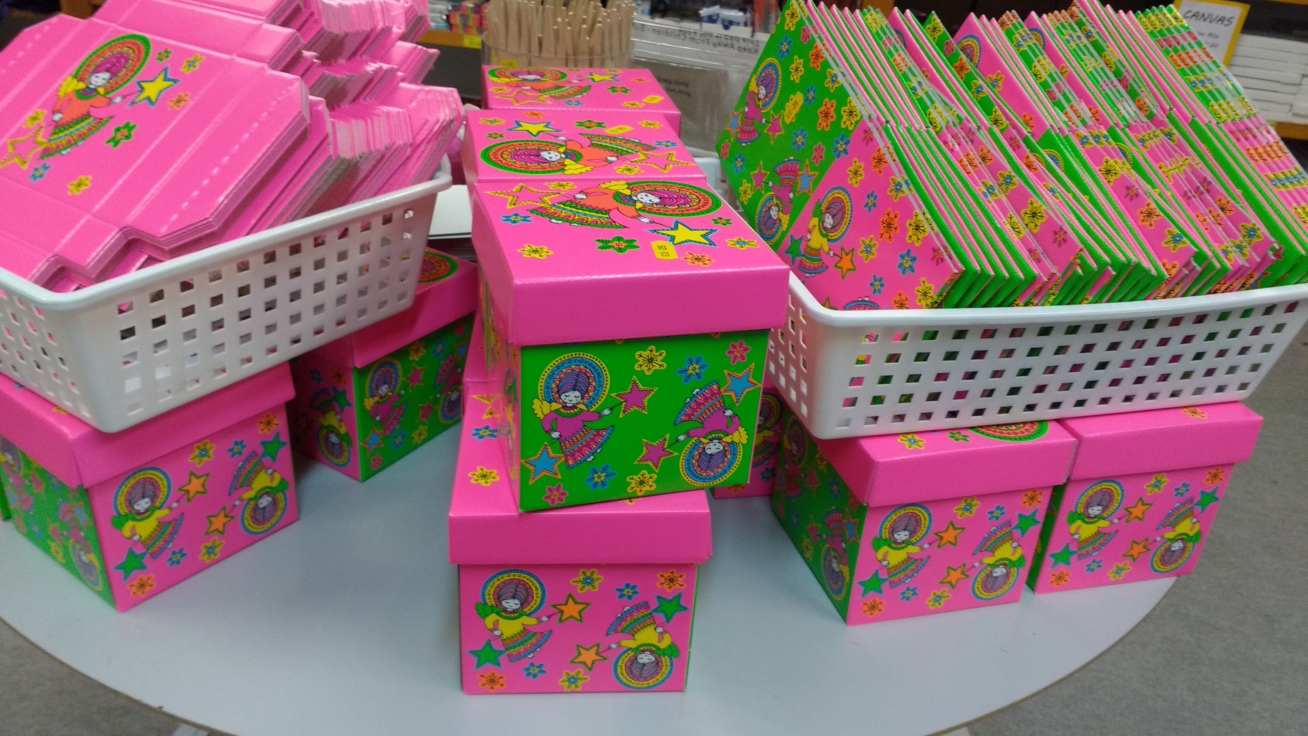 Pink and green boxes with lids only 25p whilst stocks last.   Gloucestershire Resource Centre http://www.grcltd.org/home-resource-centre/
