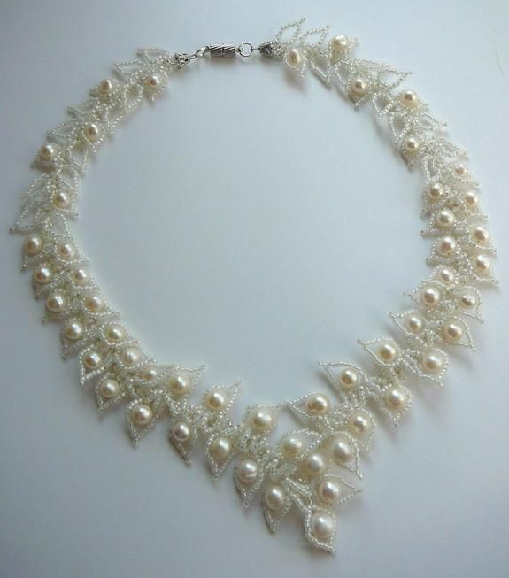 Pearls surrounded by leaves.  Tutorial needs trans but good pix. Apparently made for a wedding. #seed #bead #tutorial