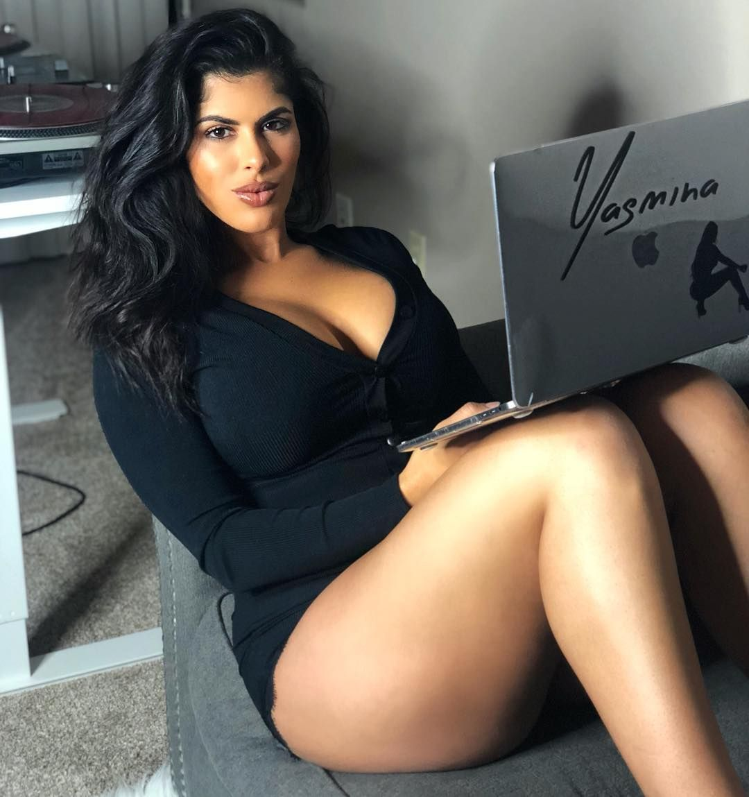 Downloading New To My Serato What S Your Favourite New Song Out So I Can Add It Pretty Beautiful Girl Big Girl Fashion Plus Size Beauty This song has been in my head all day lol i've caught myself singing it out loud. downloading new to my serato what