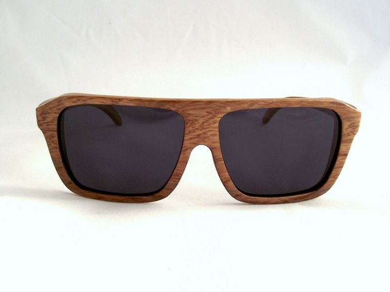Bambooholic Samurai is 100% made of biodegradable, high quality bamboo and polarized lenses with UVA 100 and UVB 400 protection, branded on both ar...