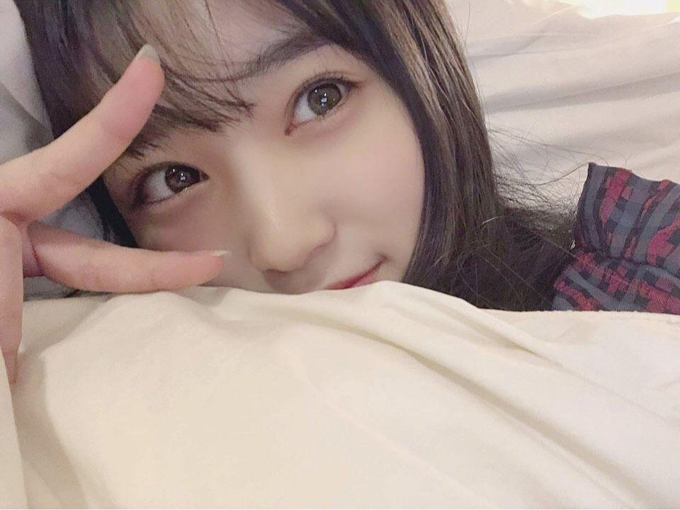 """IZ*ONE 아이즈원 on Instagram: """"今日1日楽しかったですか? 寒くなってきたから、風邪ひかないように気をつけてくださいねっ!. . . 明日も皆さんがいい日を過ごせますように。。。♡ おやすみなさい(⌒▽⌒)💫. . 🐥なこ🐥 . 오늘 하루 즐거웠나요? 추워졌으니까 감기 걸리지 않도록 조심하세용!. .…"""""""