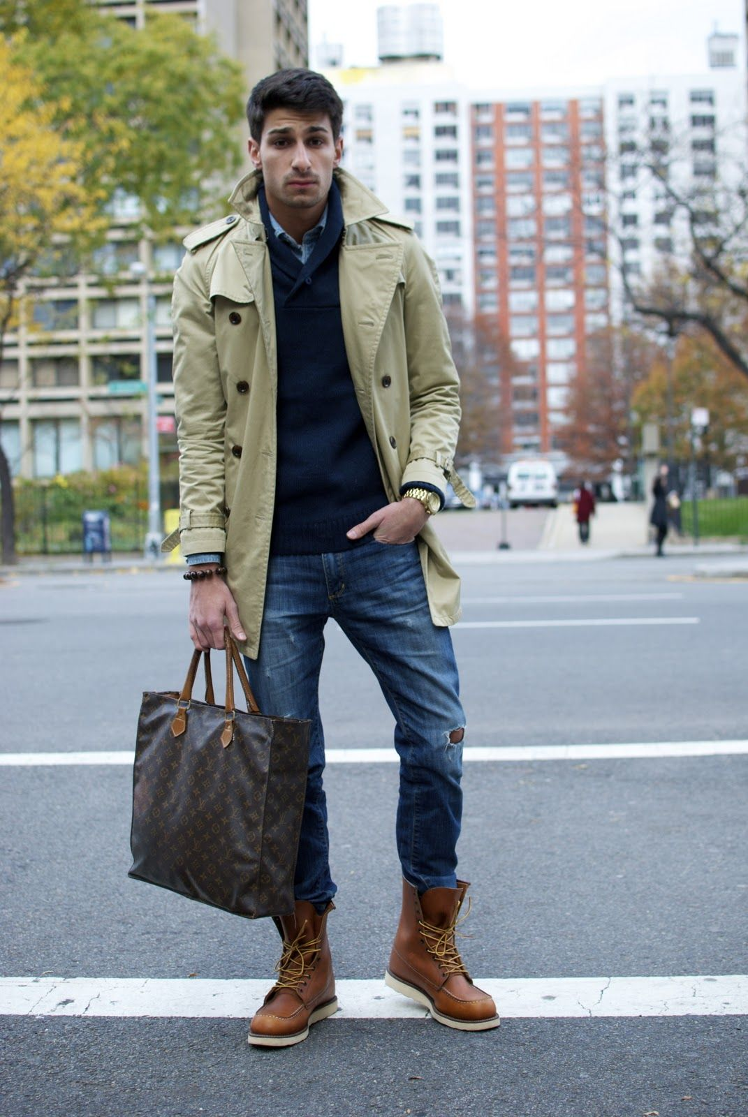 love the mix of casual jeans with trench, great boots. | They call ...