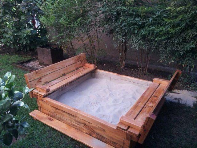 Arenero hecho con pallets decoraci n reutilizado for Confeccionamos muebles de jardin en palets