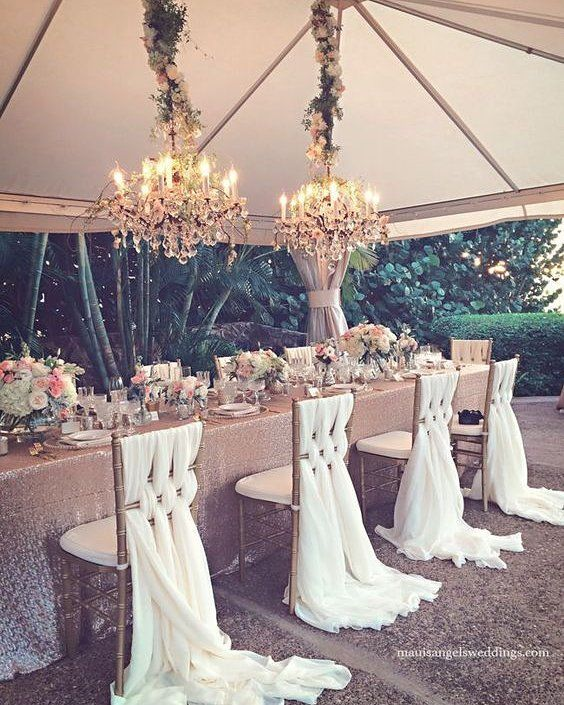 This is straight out of a fairytale! It's do romantic and beautiful. What do you think?