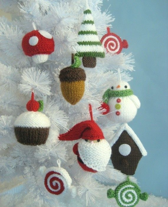 knit ornaments..these seem hopelessly cute, tiny, and impossible