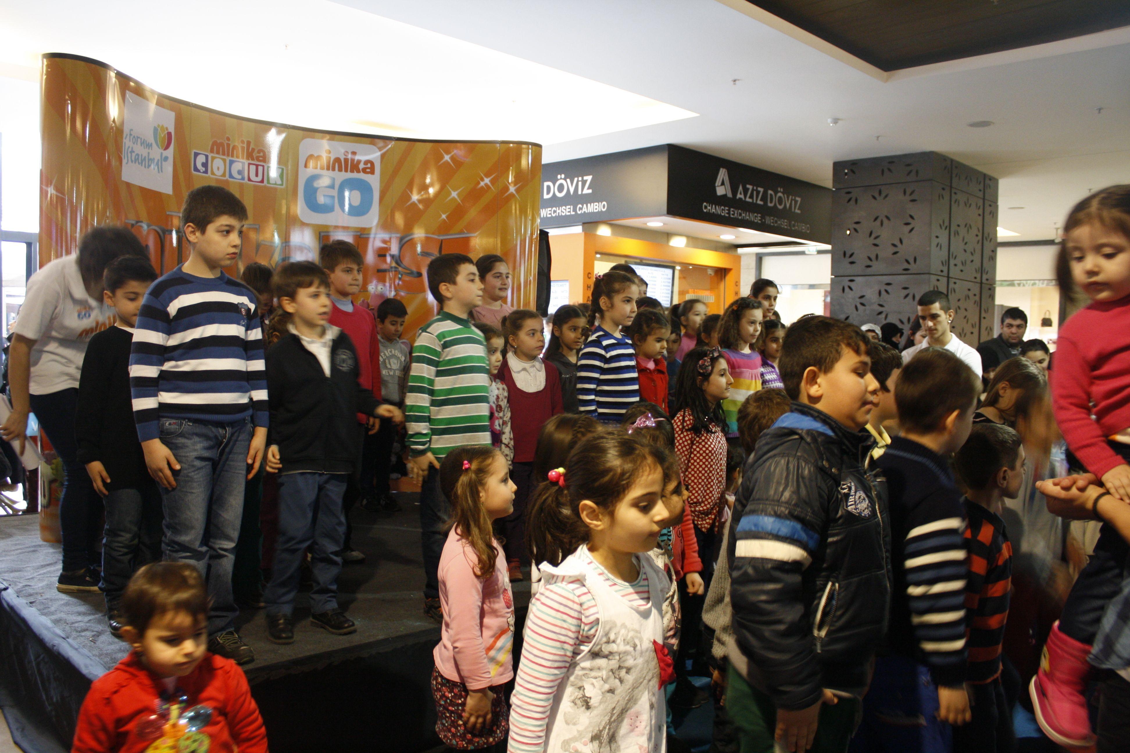 Forum İstanbul ve Minika yarıyıl tatilinin son haftasonunda tüm çocukları eğlenirken öğrenmenin keyfine vardıkları Sömestr Şenliği'nde buluşturdu. Çocuklar sevdikleri Minika kahramanlarının resimlerini boyadılar, oyun konsollarının da bulunduğu etkinlik alanında gönüllerince eğlendiler. Ayrıca çocuklar, Minika'nın sevilen kahramanları Aslan Dan ve Damla ile tanışma ve fotoğraf çekilme imkanı da yakaladılar.