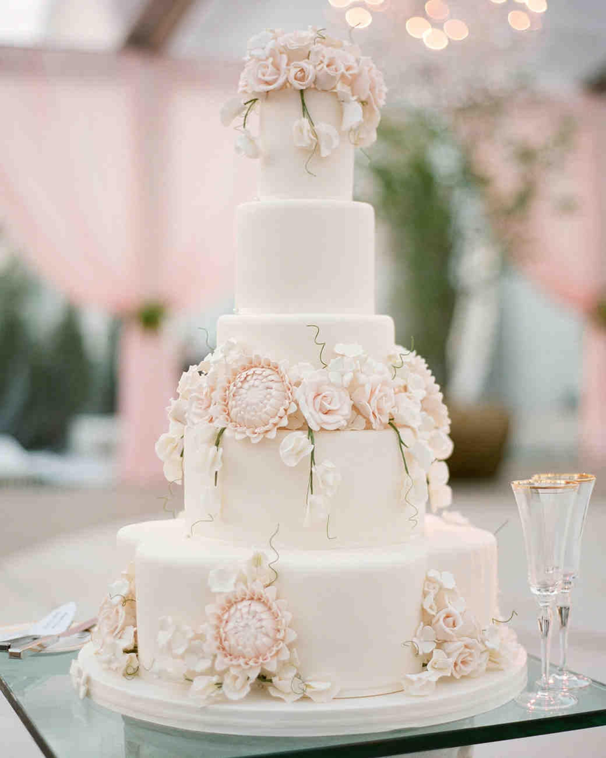 Wedding Cake X Mac In 2020 Sugar Flower Wedding Cake Wedding Cakes With Flowers Ivory Wedding Cake