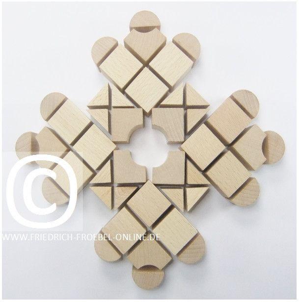 Sch nheitsform bzw mandala mit den holzbausteinen der for Raumgestaltung nach reggio