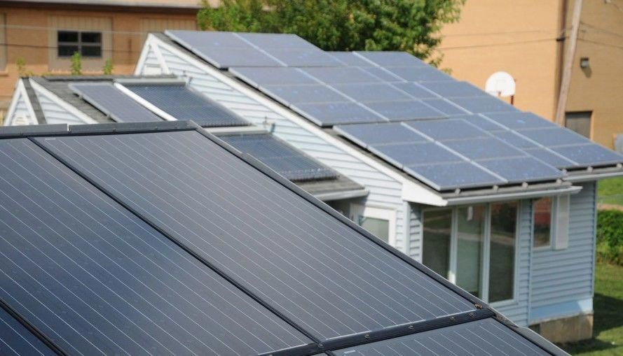 Solarcity Aims To Build A New Roof That Would Be Entirely Made Out Of Solar Cells Integrated With A Tesla Backup Best Solar Panels Solar Shingles Solar Panels