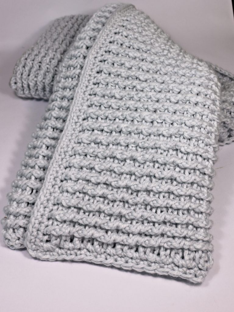 Free crochet pattern for a super chunky blanket. Ideal for beginners ...
