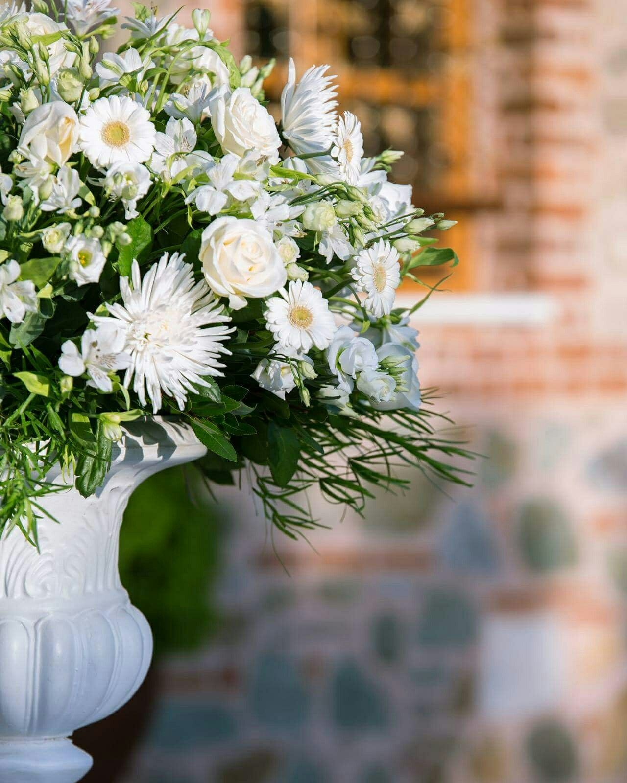 Choose Your Wedding Flowers Based On Emotions