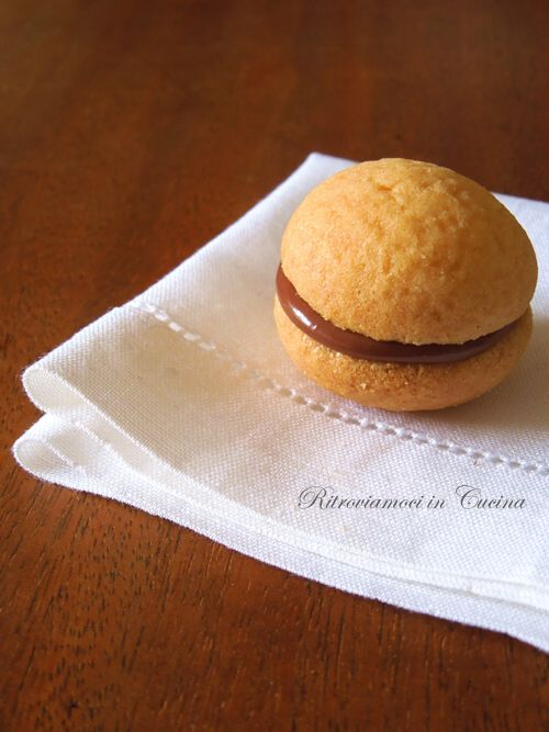 Ritroviamoci in Cucina: butter biscuits filled with Nutella