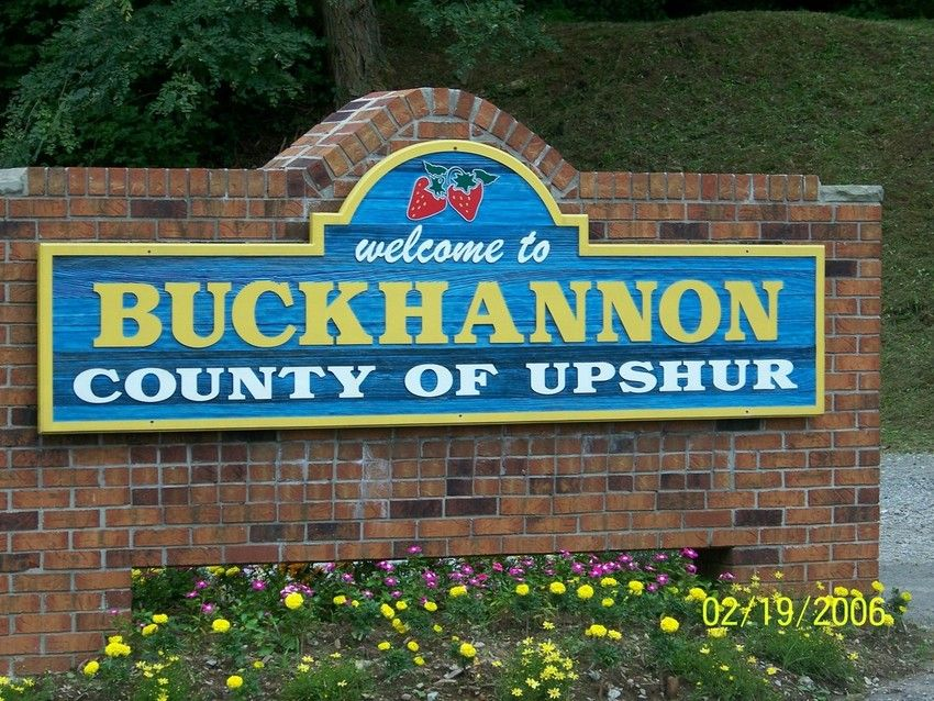 Buckhannon Wv A Friendly And Cheery Welcome Sign As You Enter