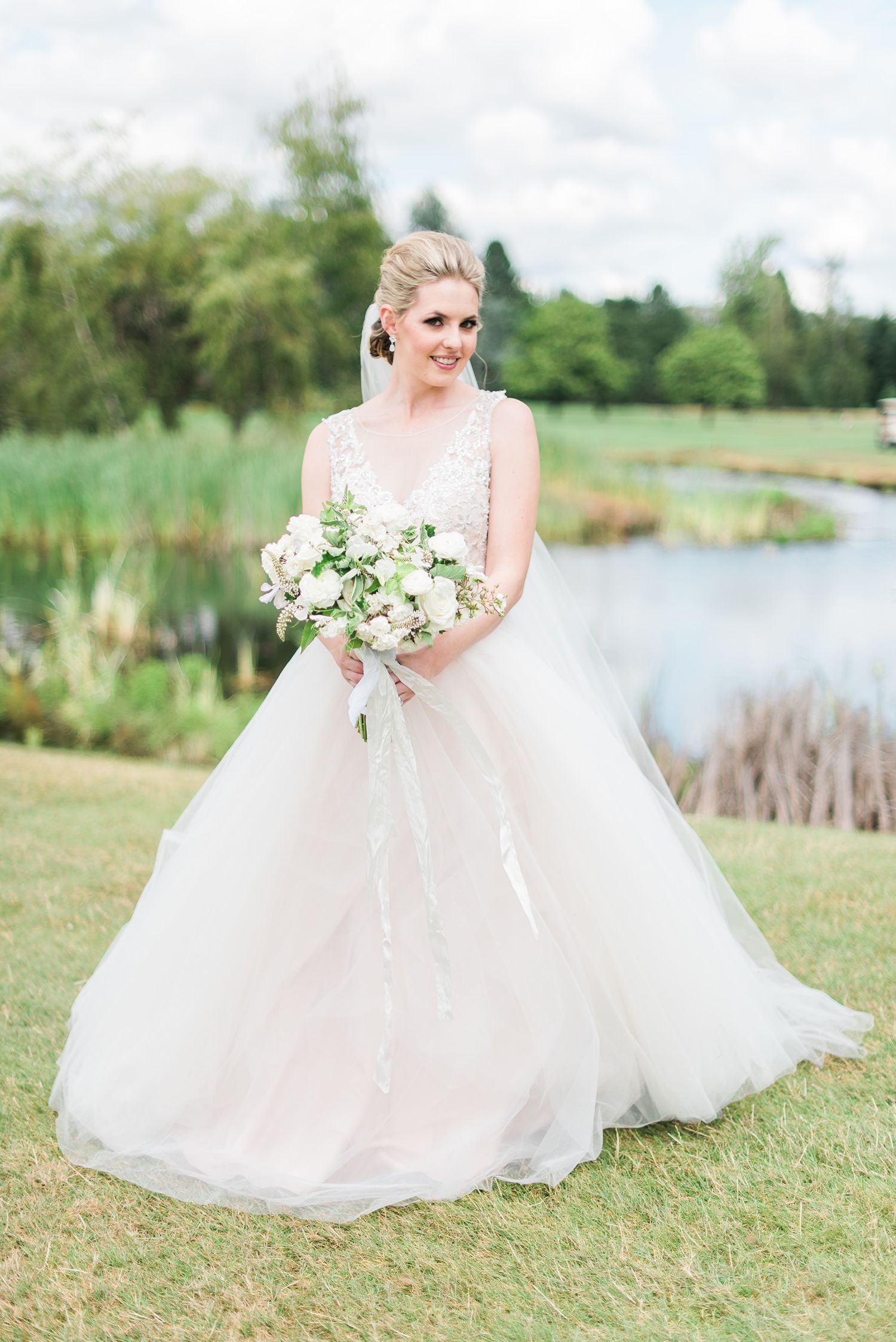 Sparkling sapphire blue wedding at the illahe hills country club