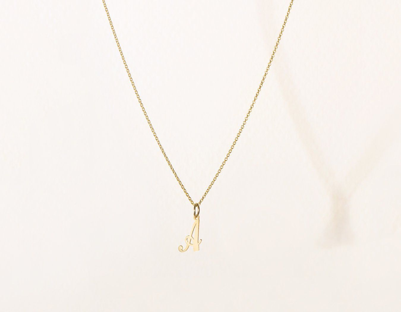 dc71c112d0f vrai and Oro simple classic 14k Solid Gold Letter Pendant charm on oval  link chain, 14K Yellow Gold