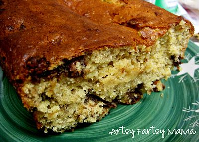 Very Easy Chocolate chip banana bread - 4 ingredients: Bananas, Cake Mix, Chocolate chips & eggs!