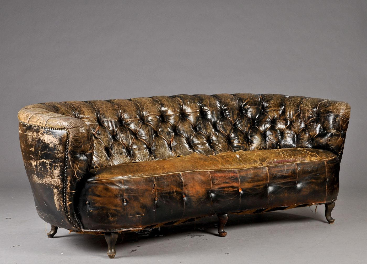 Occasionally Worn Chesterfield Click At Least Twice Furnishing