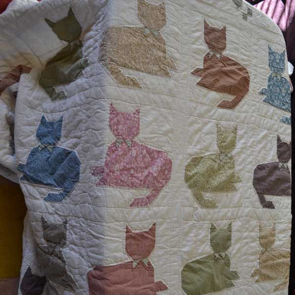 This cat-patterned quilt is covering up my couch at the moment ... : patterned quilt - Adamdwight.com