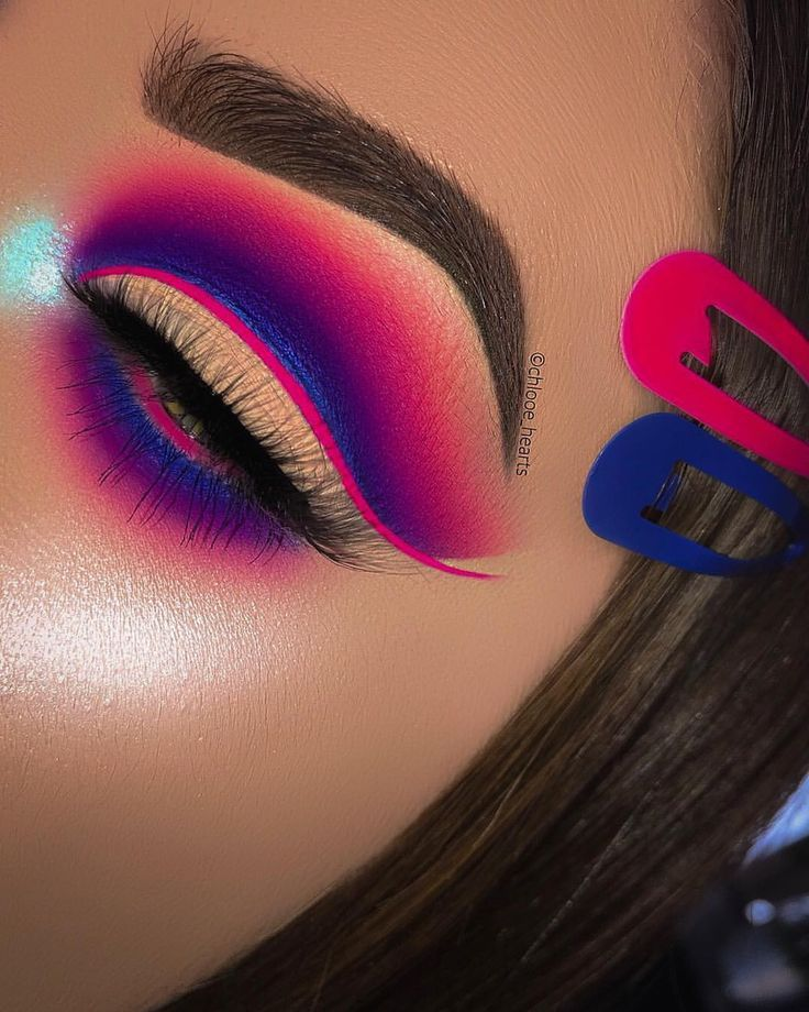 """Photo of Chloé. on Instagram: """"💖 GIVEWAY CLOSED 💖 . 💕 EYES – Secret Sinner Palette @plouise_makeup_academy • Carnival Palette @bperfectcosmetics • Sapphire Pigments &…"""""""