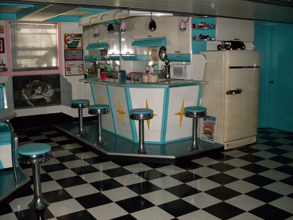 Retro kitchen table sets home office pinterest retro for Small retro kitchen