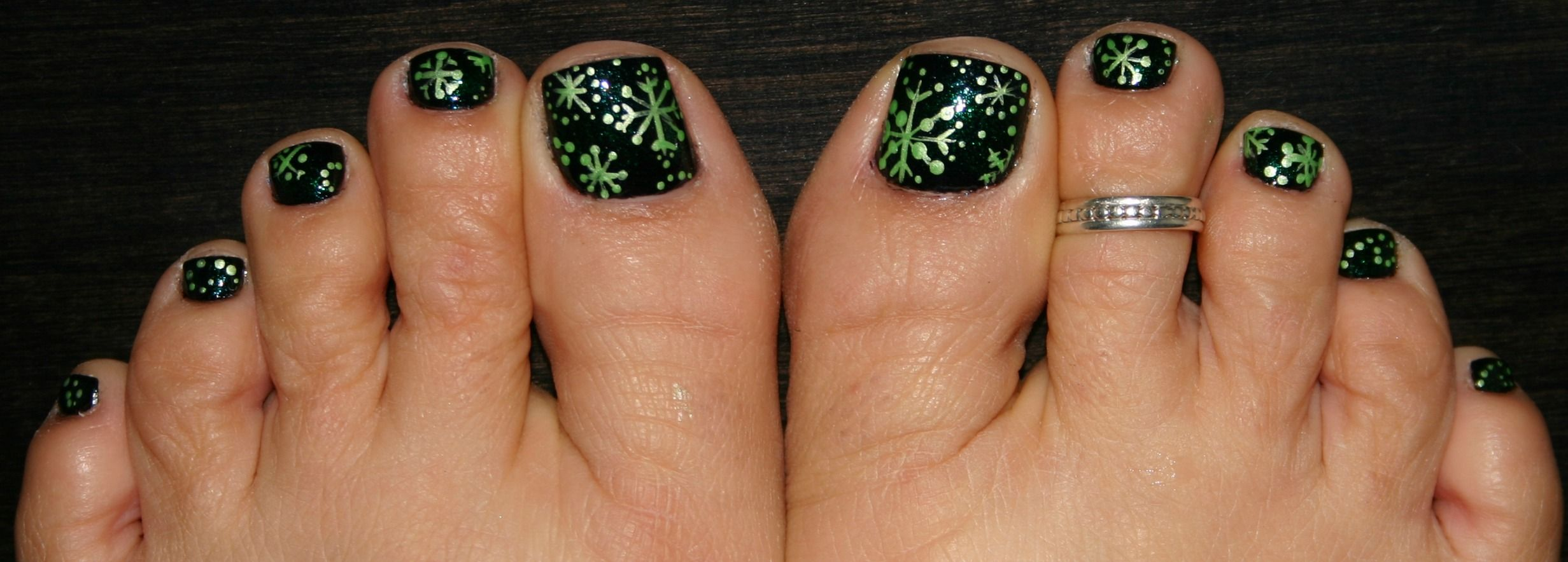 Pedicure Painted Toes A Dark Green Then Added A Pearl White Acrylic Paint To A Light Green And This Is Toe Nail Color Green Toe Nails Christmas Nail Designs