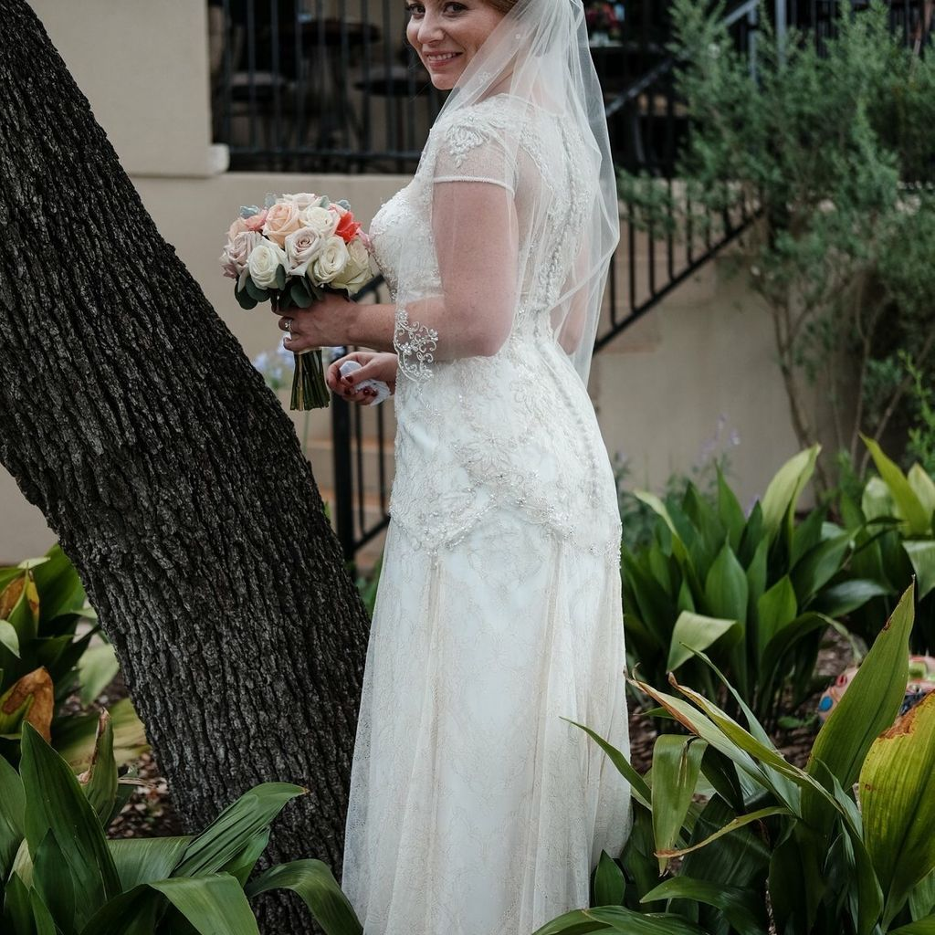 White By Vera Wang Short Sleeve Lace Wedding Dress David S Bridal Wedding Dresses Lace Davids Bridal Wedding Dresses Wedding Dresses [ 1024 x 1024 Pixel ]