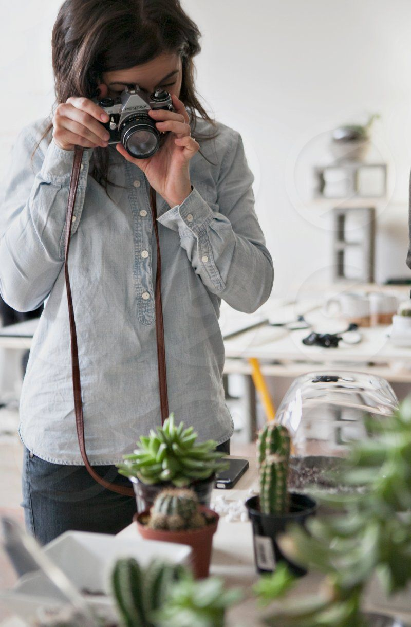 Photo by Kara Mercer - woman, table, photography, picture, taking #lifestyle