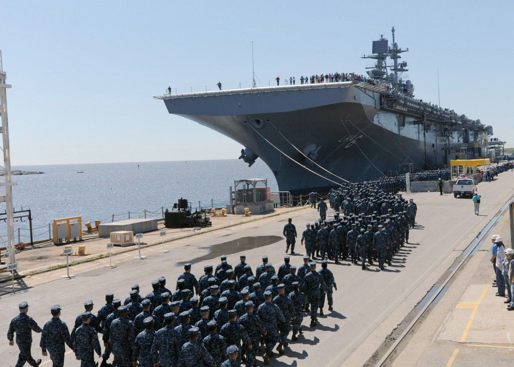 PASCAGOULA, Miss. More than 900 Sailors and Marines
