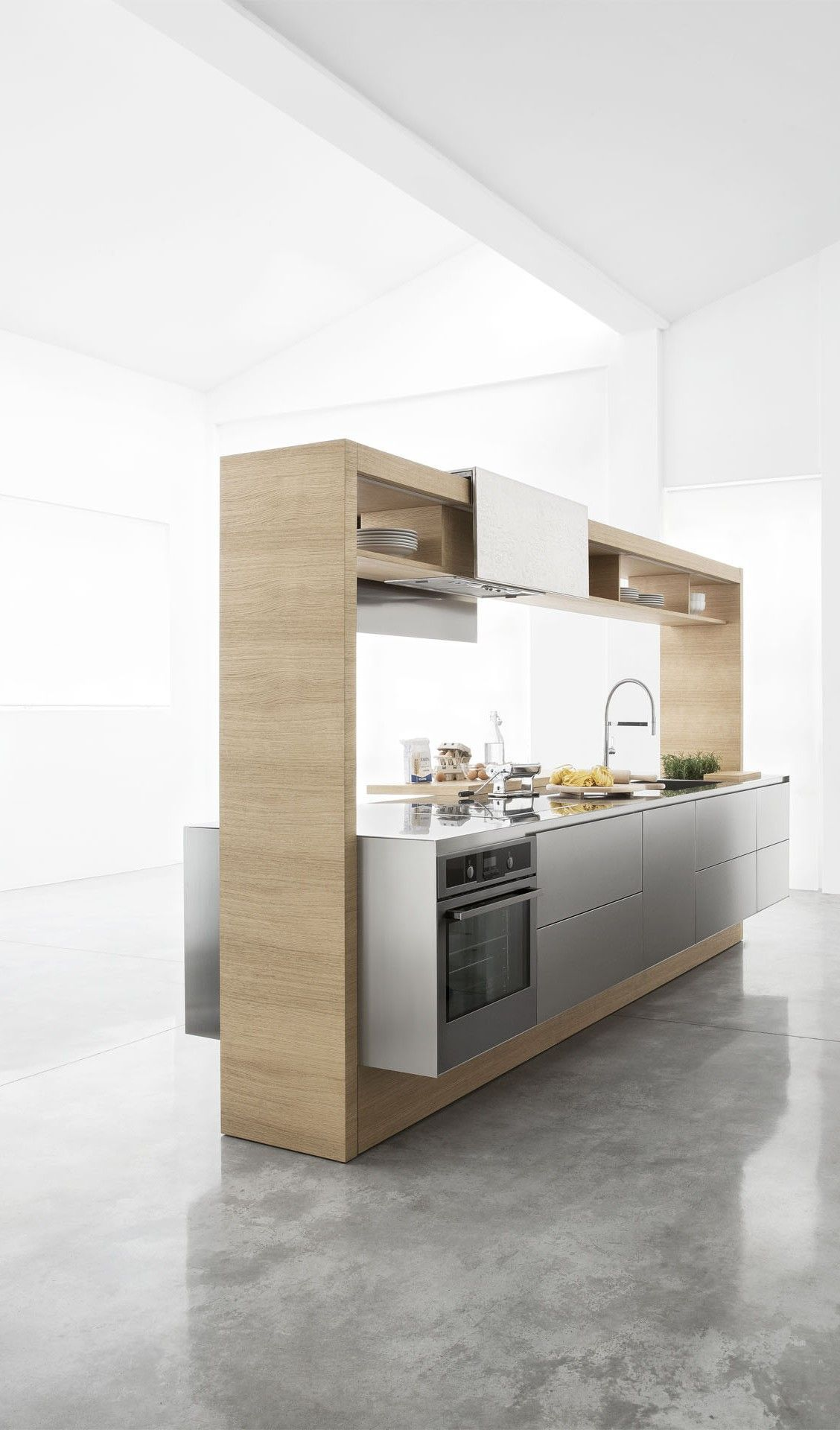 reforma #cocina como módulo en isla con marco de madera y muebles ...