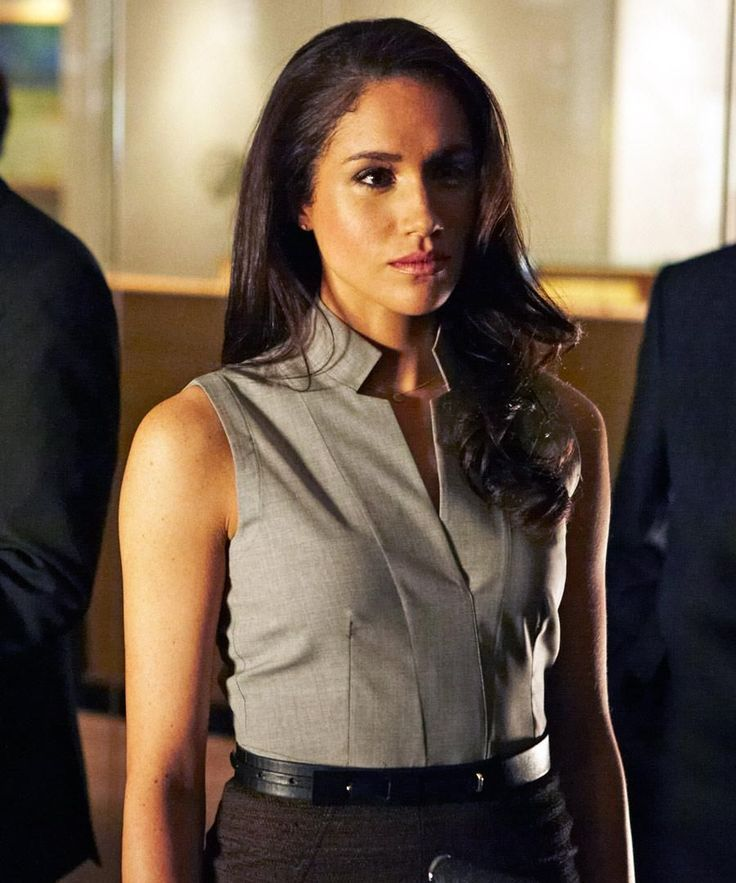 outfit style woman chic trenchcoat office streetstyle meghan markle rachel zane suits