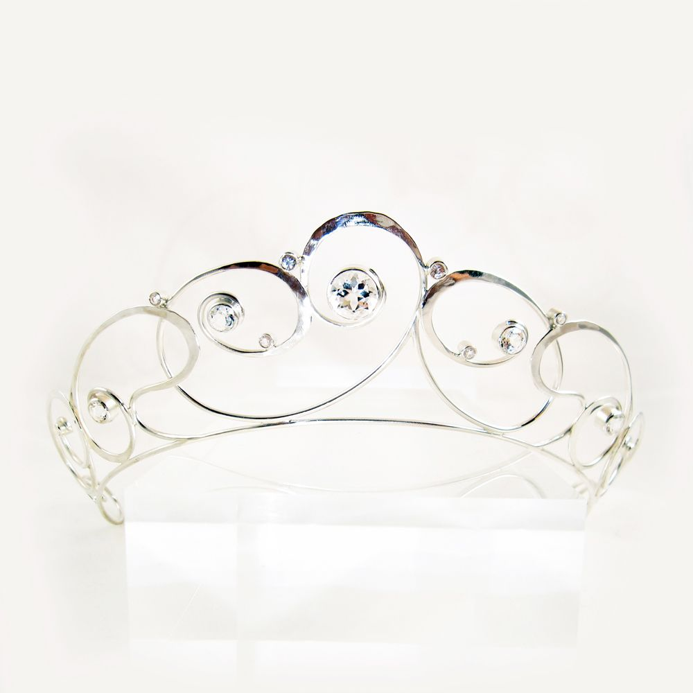 Galleri Castens - Sterling silver tiara adorned with a large facet cut quartz crystal and 14 smaller white topazes.