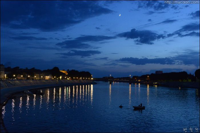 Starry night Arles  by Bang, Chulrin / Architect Group CAAN