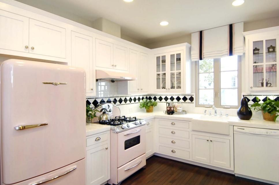From Modern To Farmhouse Get Inspiration For Bringing Shades Of White Into Your L Shape Kitchen Layout L Shaped Kitchen Designs Kitchen Cabinets Design Layout
