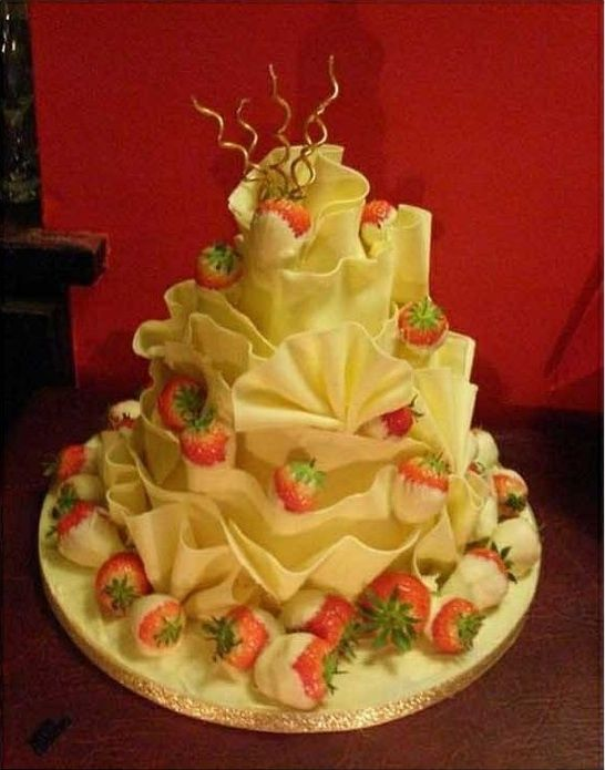 white chocolate ruffles and strawberry cake