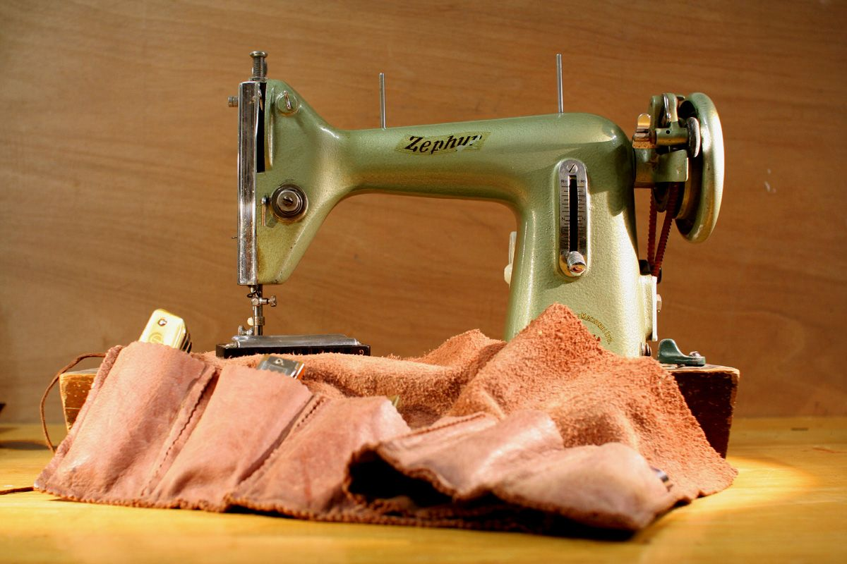 The early days of Pinegrove Leather took shape on Rod & Lou's kitchen table with Lou's vintage sewing machine!