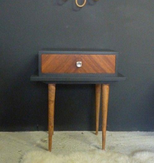 Table de chevet vintage relookée dans un gris tellement intense - Peindre Table De Chevet
