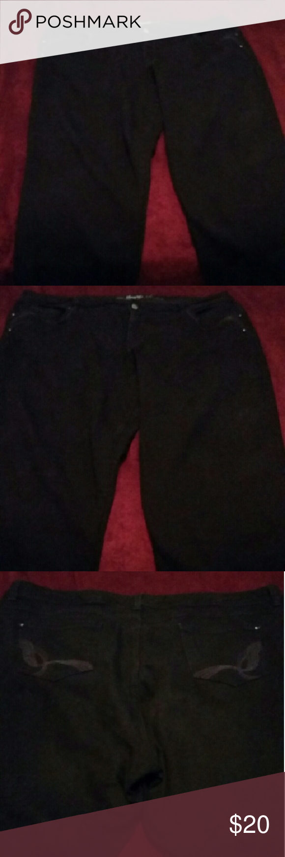 Gloria Vanderbilt Black Jeans - 24W Gloria Vanderbilt Black Jeans - 24W  All Around Slimming Effect Like New Condition   Discount on Bundles  Please No Low Balling Gloria Vanderbilt Jeans Straight Leg