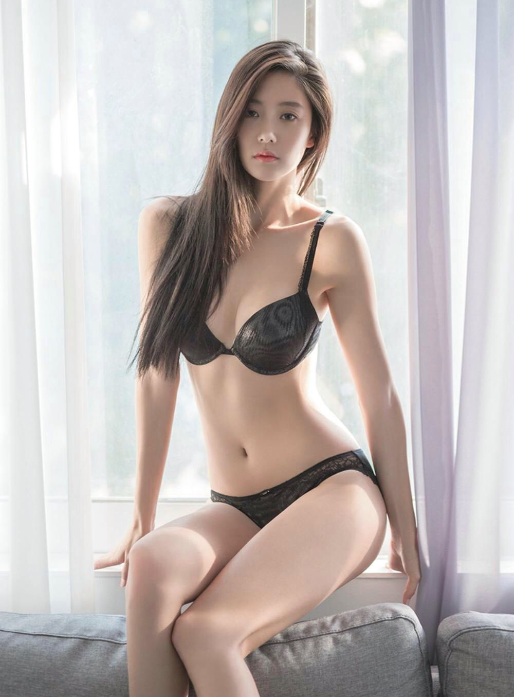 Sizzling hot asian hottie